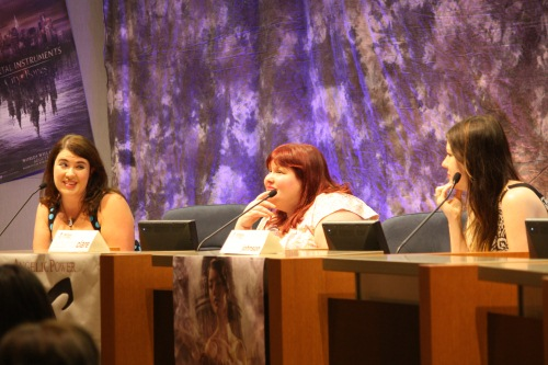 Sarah Rees Brennan, Cassandra Clare, and Maureen Johnson speak to fans in Mission Viejo